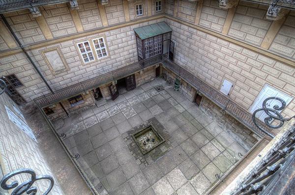 http://www.shestopalov.org/fotki_yandex_ru/vyparivateli/zamok_gouska_20_zasypanniy_kolodets_600.jpg