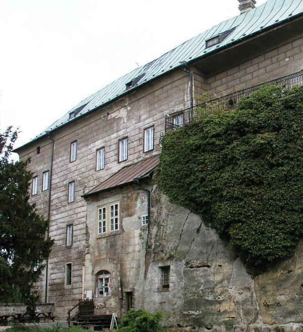 http://www.shestopalov.org/fotki_yandex_ru/vyparivateli/zamok_gouska_5_dver_v_okne.jpg